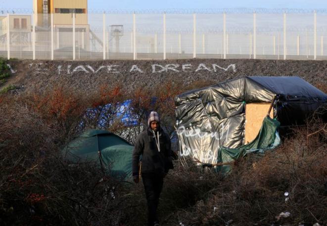 Dans le bidonville de Calais, le 30 décembre 2015. © Reuters
