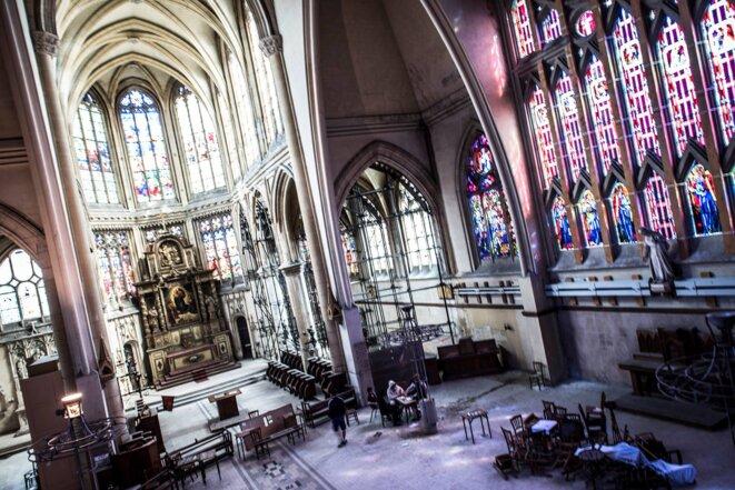 Vue de l'intérieur de l'église Saint-Nicaise, face au chœur flamboyant, depuis le buffet d'orgue de la nef du XXe siècle. © Rouen dans la rue - Nuit Debout-Rouen