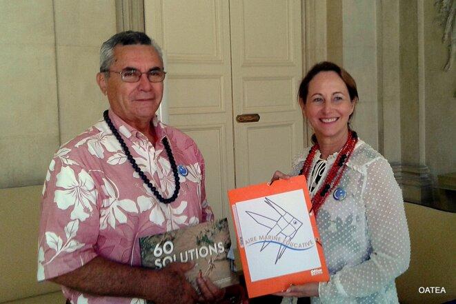 Georges (Toti) TEIKIHUUPOKO et Ségolène Royale à Paris lors de la conférence sur la transition écologique pour la croissance bleue et le climat du lundi 31 août dernier à Paris. (Tahiti-Infos). © Tahiti-Infos.