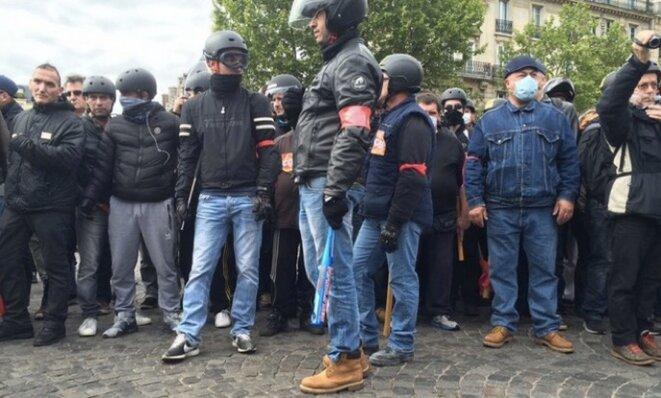 Le service d'ordre CGT à la fin de la manifestation parisienne de mardi 17 mai. © Christophe Gueugneau