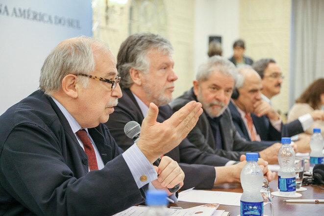 Marco Aurelio García y Lula en una cumbre de UNASUR en mayo de 2015. © Ricardo Stuckert / Instituto Lula