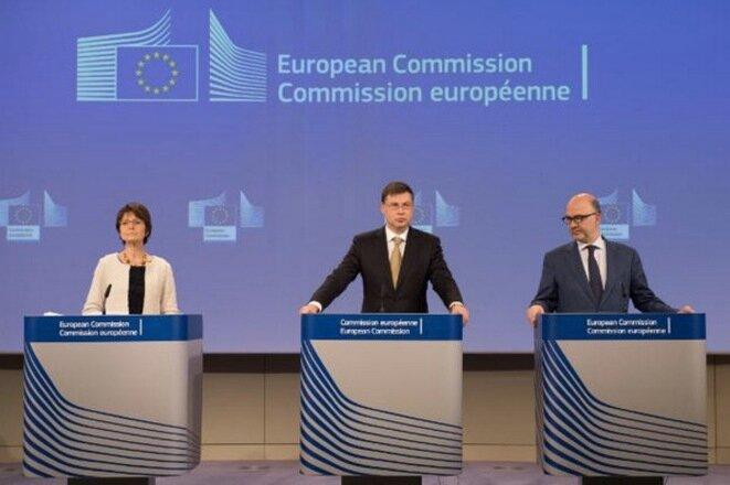 Los tres comisarios, el miércoles en Bruselas, durante la presentación de las «recomendaciones económicas» a los Estados miembros: Marianne Thyssen, Valdis Dombrovskis y Pierre Moscovici. © CE