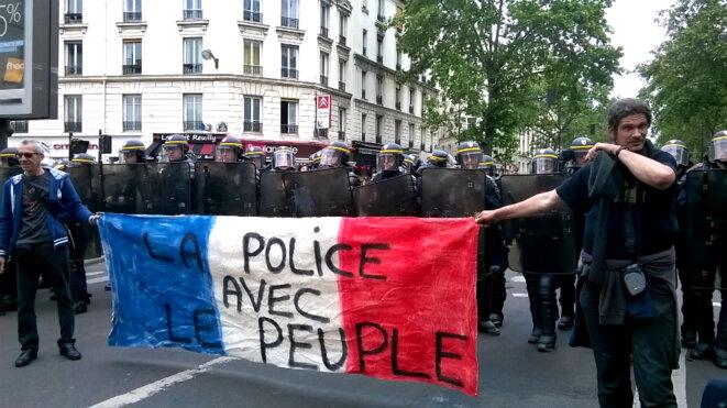 Résultats de recherche d'images pour «police avec le peuple»