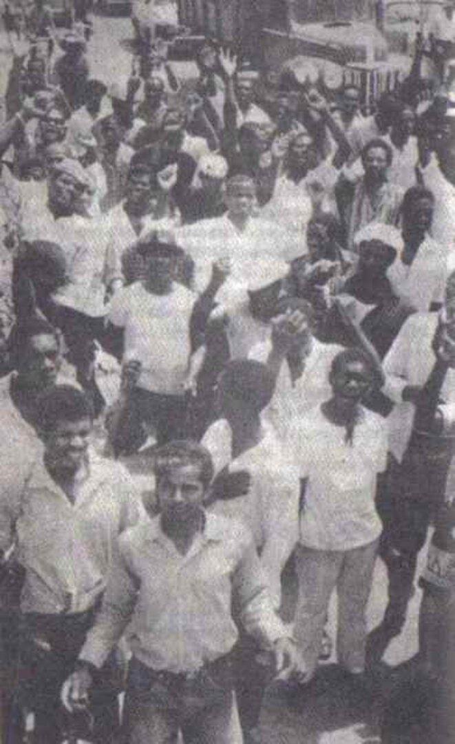 Manifestation à Pointe-à-Pitre, en mai 1967. Un des très rares docuuments photographiques des évènements. © DR