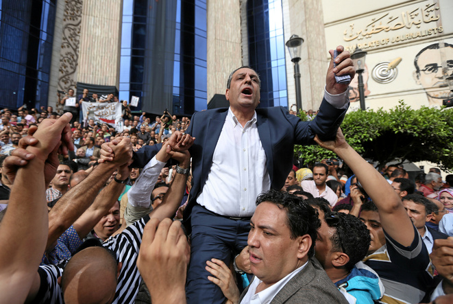 Yehia Kalash, le président du syndicat des journalistes, le 4 mai 2016 lors d'une manifestation au Caire contre les restrictions sur la liberté de la presse et pour la libération de journalistes emprisonnés © Reuters