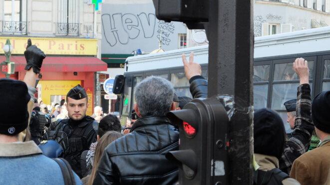 Les voisins protestent contre l'expulsion du Lycée J. Jaurès © NJ
