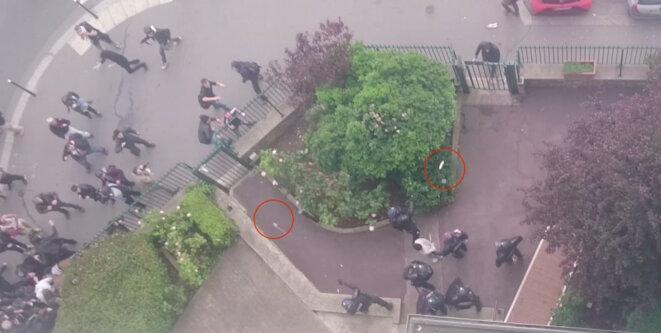 Les policiers lancent deux nouvelles grenades pour éloigner la foule, l'une d'elles à proximité du blessé © Video Claire Ernzen
