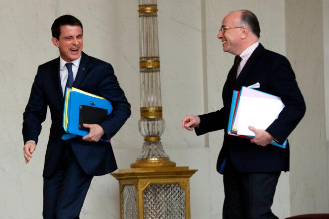 Valls et Cazeneuve sur le perron de l'Elysée, le 16 mars 2016. © Reuters