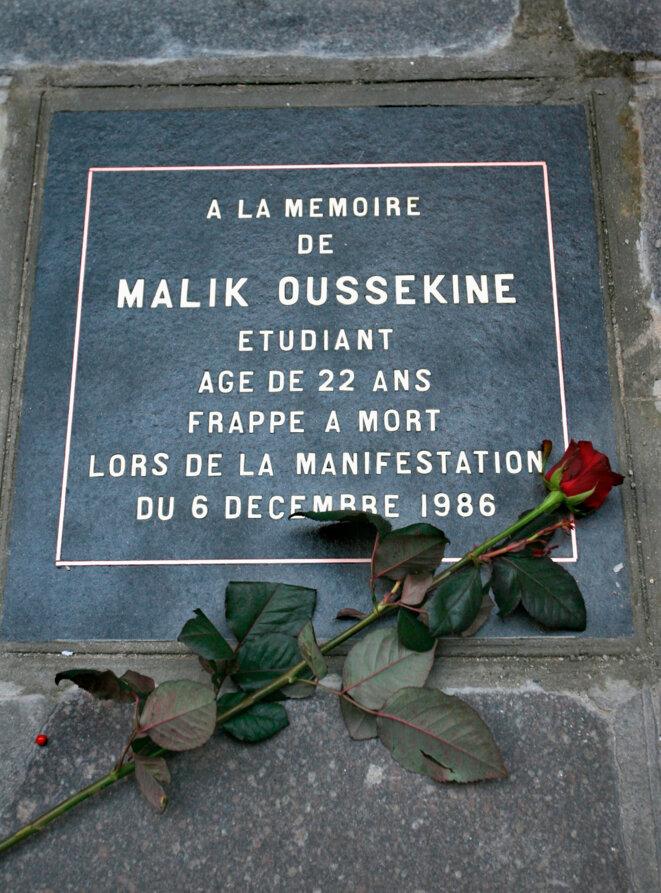 Plaque à la mémoire de Malik Oussekine. © Reuters
