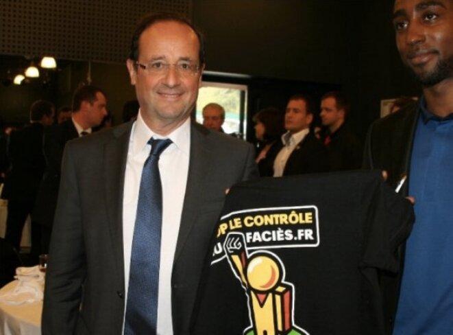 François Hollande candidat en 2012, lorsqu'il rencontrait les responsables de l'association Stop contrôle au faciès. © Reuters