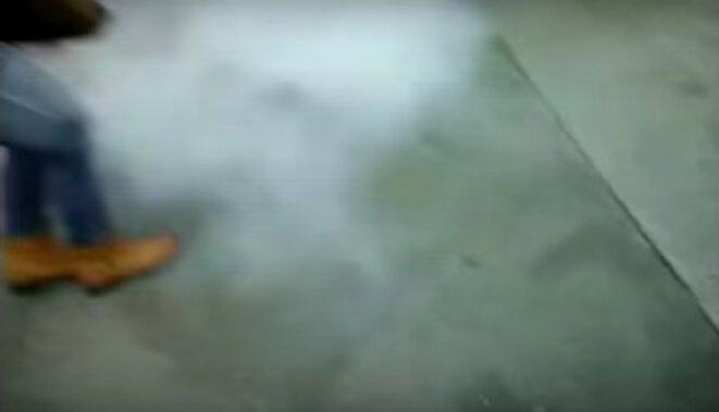Image extraite de la vidéo: au moment de l'explosion de la grenade. © Mediapart