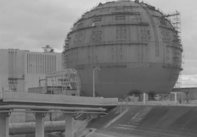 Centrale de Chinon à l'achèvement de sa construction en 1963 © EDF