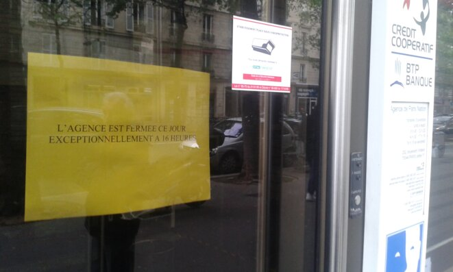 """Levendredi 3 juin, """"fermeture exceptionnelle"""", ici à l'agence Paris Nation, 252 boulvard Voltaire à Paris"""