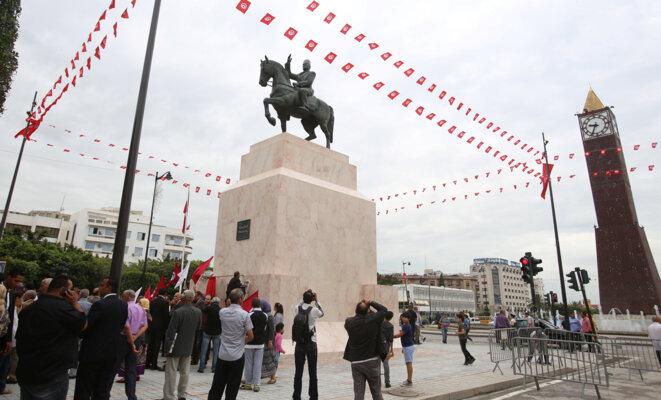 La statue d'Habib Bourguiba, le 1er juin à Tunis © Reuters