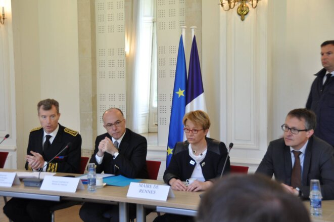 Le 15 mai, (de gauche à droite) le nouveau préfet Christophe Mirmand, Bernard Cazeneuve, la maire (PS) Nathalie Appéré et le procureur Nicolas Jacquet. © DR