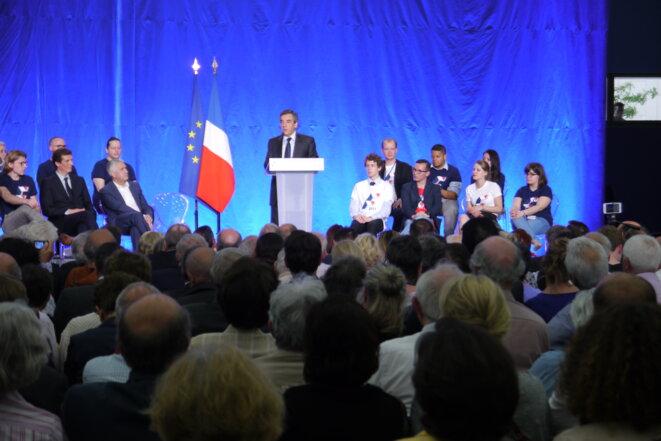 Les jeunes aux côtés de François Fillon à Boulogne-Billancourt, le 7 juin 2016 © AD