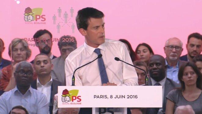 Manuel Valls pendant son discours lors du meeting Hé oh la gauche du 8 juin