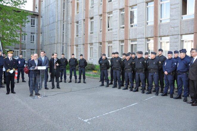 Bernard Cazeneuve lors de sa visite à Rennes le 15 mai, dernière lui le procureur Nicolas Jacquet (à droite) © DR
