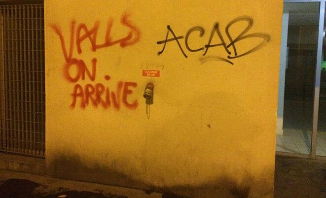9 avril : dans les rues de Paris, une manifestation sauvage tente de partir de la place de la République pour se rendre au domicile privé de Manuel Valls. © CG