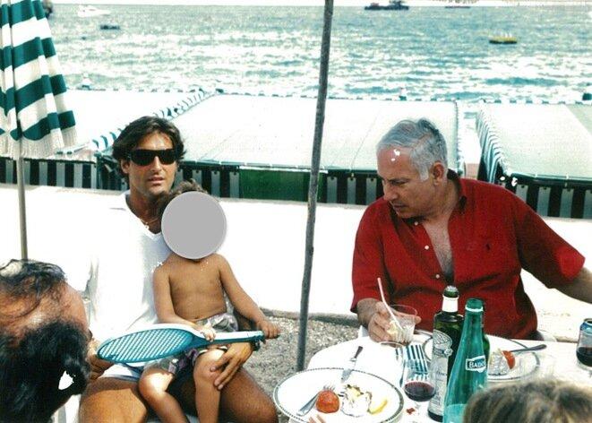 Arnaud Mimran junto a Benyamin Netanyahou, actual primer ministro de Israel, en agosto de 2003 en Mónaco. © Mediapart