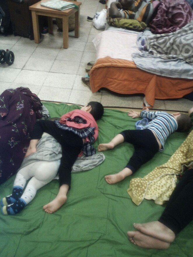 enfants endormis / cellule passagers à problèmes femmes © K.K.I