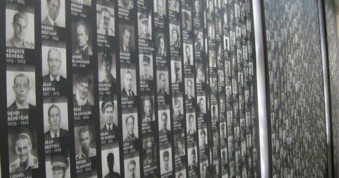 Dans le hall d'accueil du musée de l'Ordre, portraits des 1038 Compagnons. © N.CAL/MP