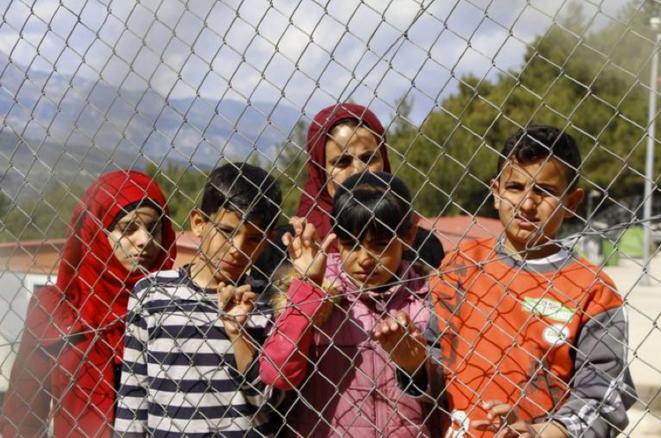 Derrière les barbelés du camp de rétention de l'île grecque de Samos © Mohammad Ghannam pour MSF
