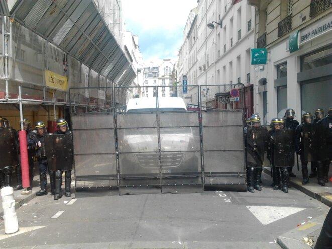 Barrage anti-fuites © Jérôme FRAISSE