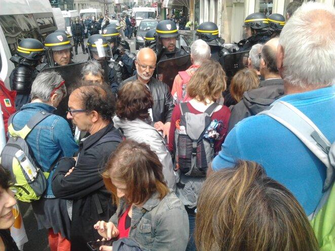 Négociation avec les CRS pour quitter la manif © Jérôme FRAISSE