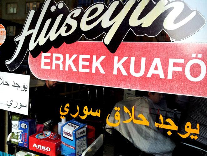Coiffeur où le turc côtoie l'arabe dans le quartier La petite Syrie de Gaziantep © Alain Devalpo