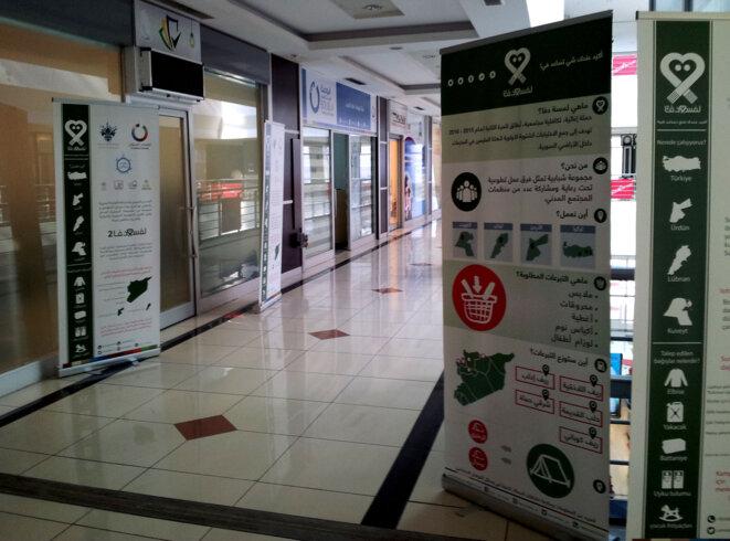 Ce centre commercial qui a fait faillite a été investi par les ONGs syriennes © Alain Devalpo