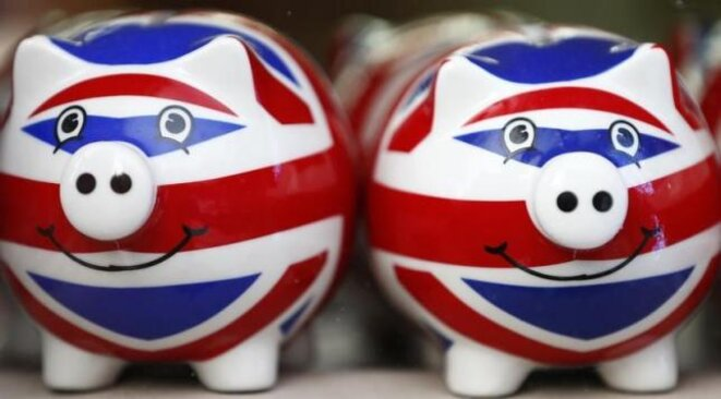 Variation sur le thème de l'Union Jack: le nouveau souvenir en vogue sur Oxford Street, à Londres. © Reuters