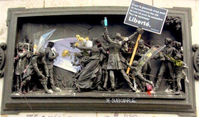 Bas-relief décrivant la proclamation de la République le 4 septembre 1870 © pol