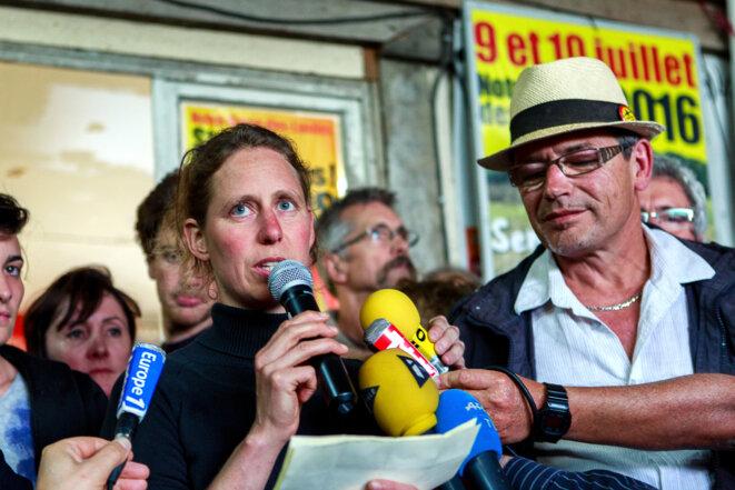 Camille, habitante de la ZAD, et Dominique Fresneau de l'Acipa tiennent une conférence de presse © Yann Levy