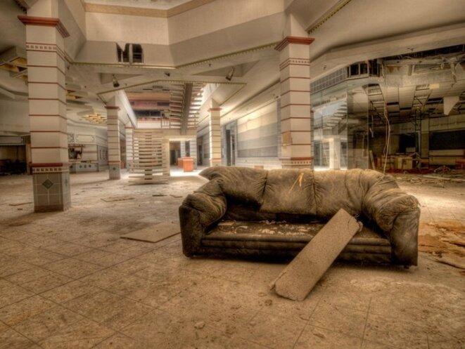 Rolling Acres Mall: Akron, Ohio © Jonny Joo