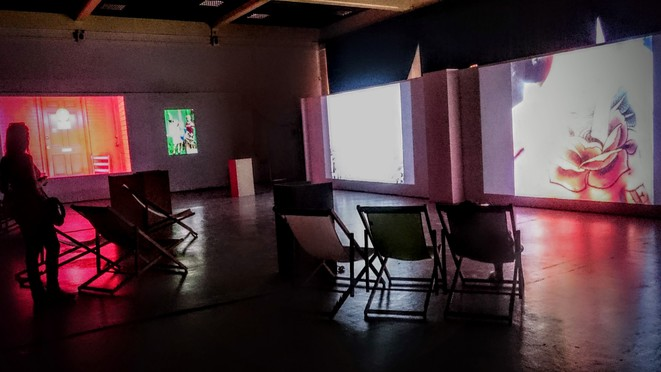 4 écrans, 5 photographes+ 1 docu son © CR/ArchiDB