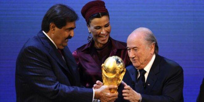 L'Emir du QATAR, son épouse et le Président de la FIFA ...