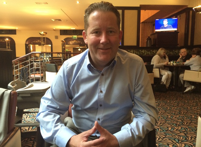 Darragh O'Brien, sénateur du parti de centre-droit Fianna Fail et porte-parole aux affaires étrangères du parti. © M.T. / Mediapart