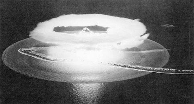 Explosion nucléaire à Mururoa, en 1966 © Mémorial de Mururoa - murururoa.org