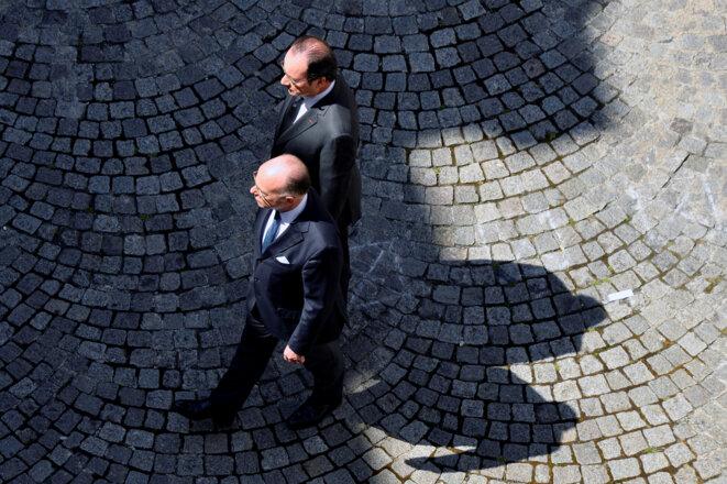 François Hollande et Bernard Cazeneuve lors de la minute de silence, lundi 18 juillet. © Reuters
