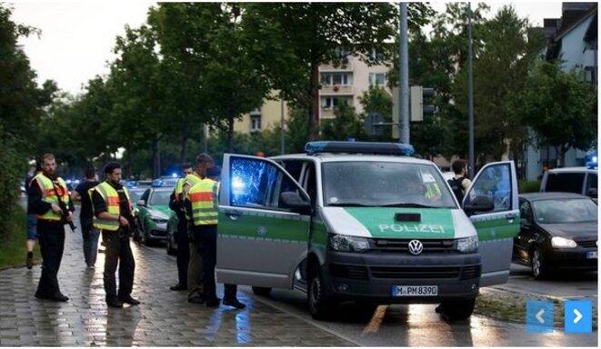 22 juillet. Aux abord du centre commercial de Munich peu après la fusillade. © REUTERS/Michael Dalder