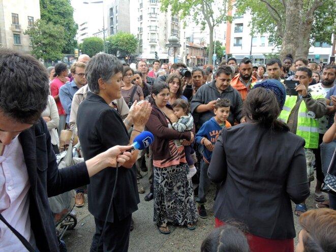 Montreuil, 2 août 2016. Dominique Voynet apporte son soutien aux familles Roms expulsées © Gilles Walusinski