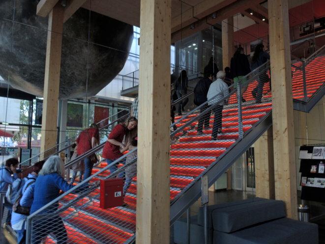 en montant l'escalier du Méliès - Montreuil - 9 août 2016 © Gilles Walusinski