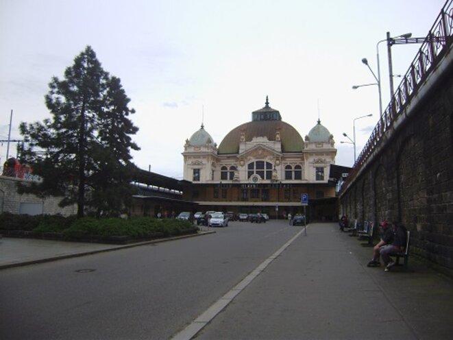 Des vacances sans l'avion ni la voiture de location c'est possible : ici la gare centrale de Plzen, en République tchèque © VD