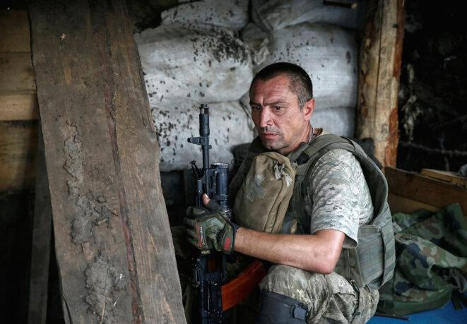 Un soldat ukrainien près de Donetsk, Ukraine, le 12 août 2016. © Reuters / Gleb Garanich