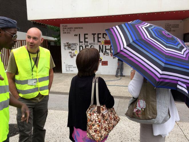 """La """"voirie"""" en contemplation... Montreuil 19 août 2016 © Gilles Walusinski"""
