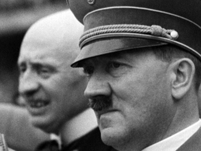 Henri de Baillet-Latour (1876-1942) à la droite d'Adolf Hitler (1889-1945) : août 1936...