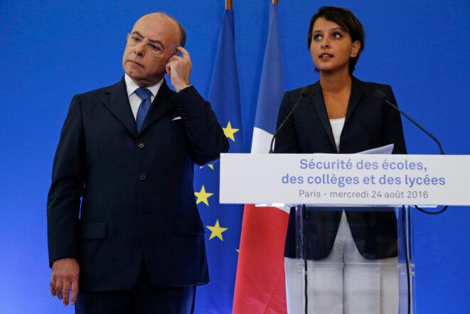 Bernard Cazeneuve et Najat Vallaud-Belkacem lors de leur conférence de presse commune © Reuters