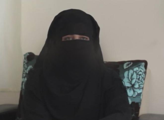Figure 1. Une femme portant un niqab témoigne à Raqqa (Syrie) en 2014. (DR)