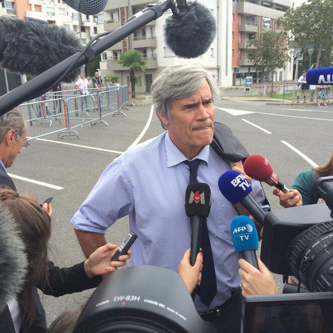 Le porte-parole du gouvernement, Stéphane Le Foll, à l'entrée du meeting © CG